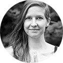 Maja Krog underviser i gravid-yoga og efterfødselsyoga.