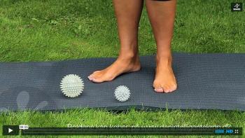 Massage med fødder på bolde