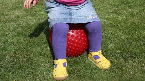 Bolde som alternativ stol til børnene holder stadig!