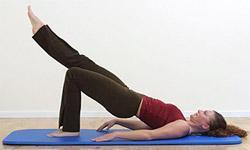 4 effektive øvelser for mave og ryg - helt uden redskaber